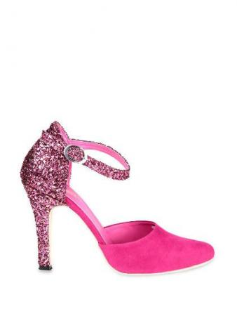 pink-pointed-heels-with-glittery-heels
