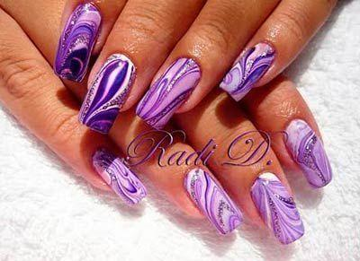 water-marble-violet-nails-01