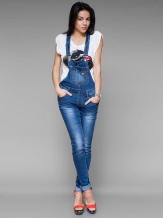 Мода на джинсовые комбинезоны фото
