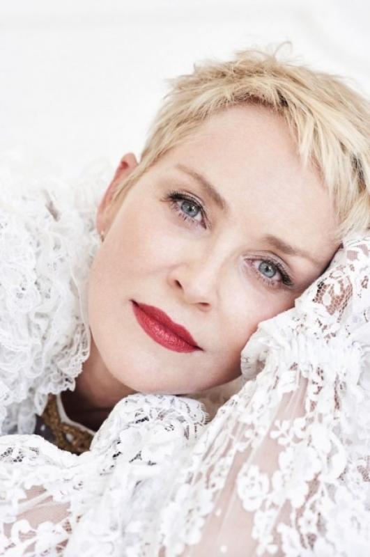 На заметку: 59-летняя актриса Шэрон Стоун рассказала, как выглядеть на 20 лет моложе
