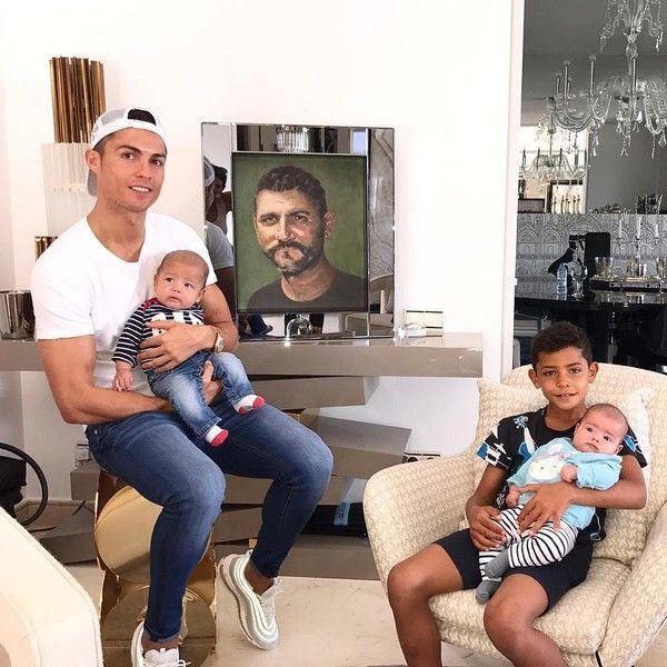 Теперь их четверо! Роналду снова стал отцом