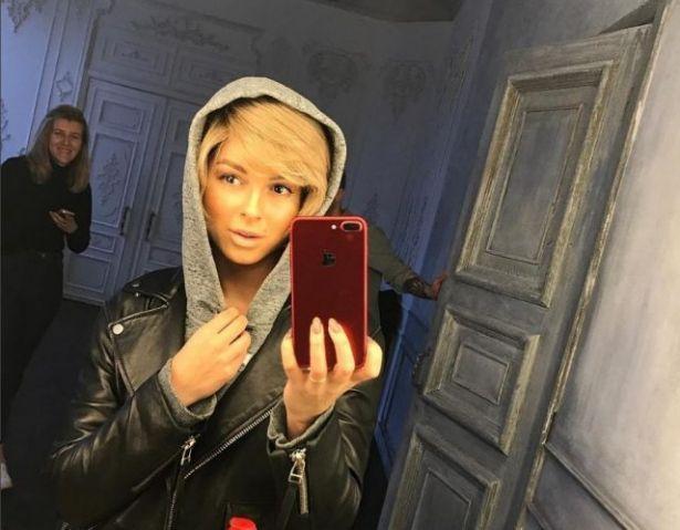 Время перемен: вслед за Селеной Гомес певица Нюша стала блондинкой