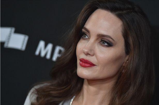 Анджелина Джоли опять увлеклась оккультизмом, чтобы наладить личную жизнь