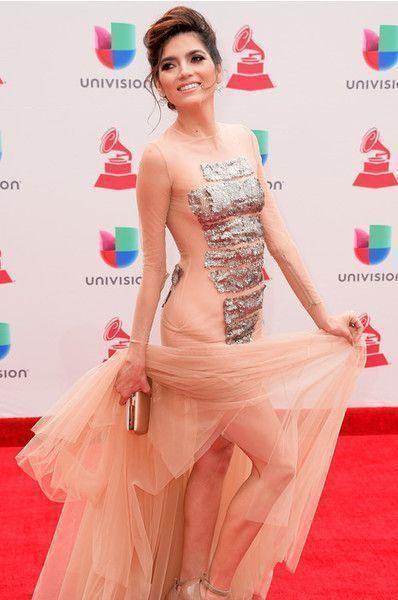 Актриса опозорилась в неудачном платье и стрингах