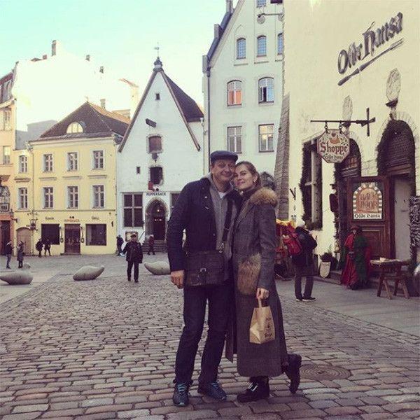 Жена Марата Башарова сопровождает его на гастролях
