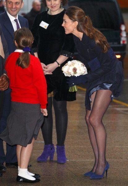 Голая попа и еще 7 фото Кейт, которые не дают королеве спать спокойно