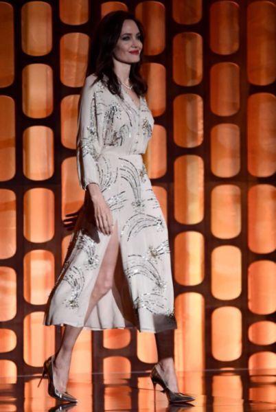 Анджелину Джоли сравнили с бабушкой из-за странного танца