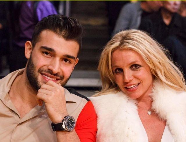 Бритни Спирс помолвлена с молодым бойфрендом
