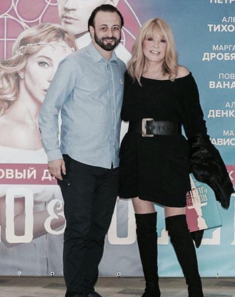 Очень понравилось: Пугачева ходит в одном и том же платье