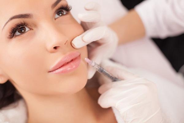 Как выполняется контурная пластика губ?