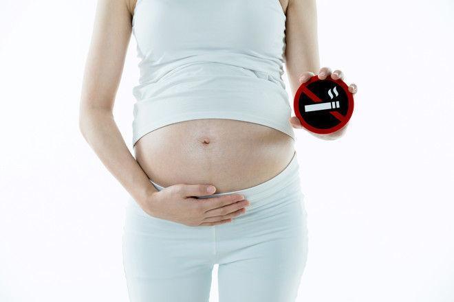 Беременных начнут штрафовать за курение и выпивку