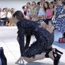 Белла Хадид показала ноги в огромных синяках перед шоу Dior