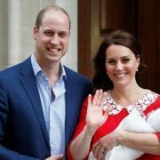 Стало известно, какой титул получил новорожденный сын Кейт Миддлтон и принца Уильяма