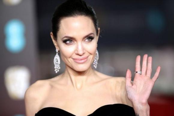 Продала душу дьяволу? В чем секрет неувядающей красоты Анджелины Джоли