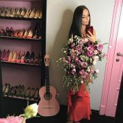 Алена Водонаева призналась, что носит туфли 41-го размера