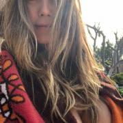 Без макияжа и с голой грудью: Хайди Клум ничего не скрывает