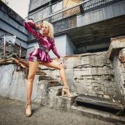 """""""Королева ночи"""": Оля Полякова представила клип в духе 90-х"""