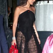 Белла Хадид сверкнула трусами в вечернем платье