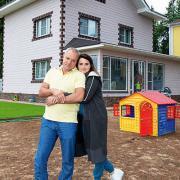 55-летний Александр Мохов впервые показал двухлетнего сына