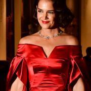 Кэти Холмс произвела фурор роскошным алым нарядом