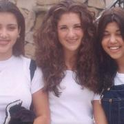 Ким Кардашьян показала, какой она и ее сестра были в школе