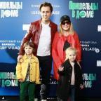 Пугачева сводила детей в кино в модной кепке и джинсах