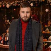 Ведущий Егор Гордеев дал интервью: о новогодних праздниках, подарках и семейных традициях (ЭКСКЛЮЗИВ)