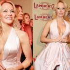 Памела Андерсон показала стройную фигуру в платье с глубоким декольте (ФОТО)