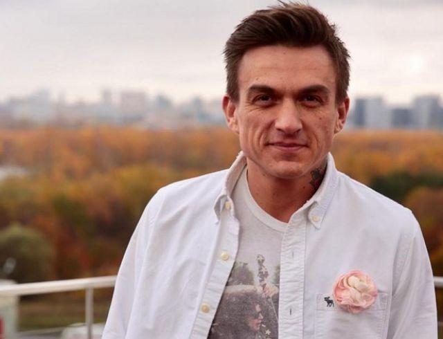 Фото дня: Влад Топалов держит на руках крохотного сына
