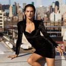 Алессандра Амбросио похвасталась фигурой в смелом комбинезоне от Jeremy Scott (ФОТО)