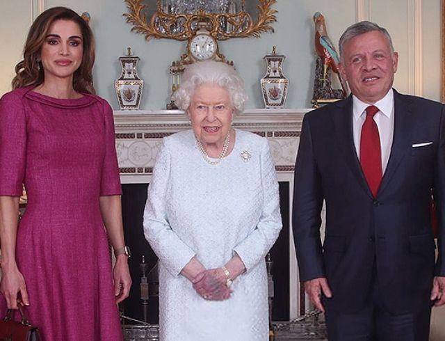 Королева Рания с мужем и сыном на аудиенции у Елизаветы II в Букингемском дворце (ФОТО)