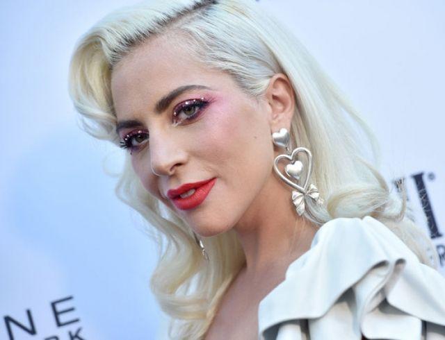 """СМИ: Леди Гага встречается со звездой """"Мстителей"""" Джереми Реннером"""