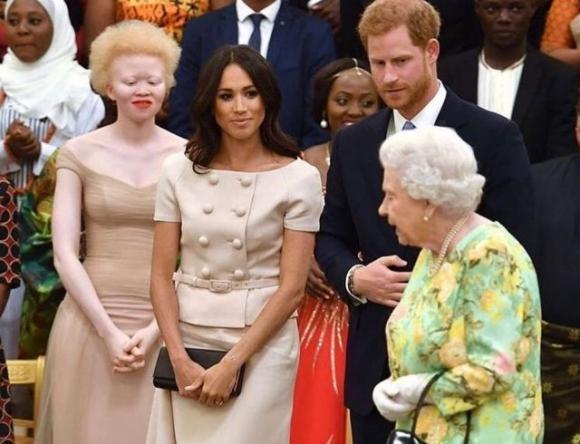 Стало известно, почему королева запретила Меган Маркл носить некоторые королевские украшения