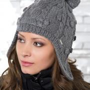С чем носить женские шапки-шлем?