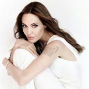 На стиле: Анджелина Джоли сходила на обед с сыном Паксом (ФОТО)