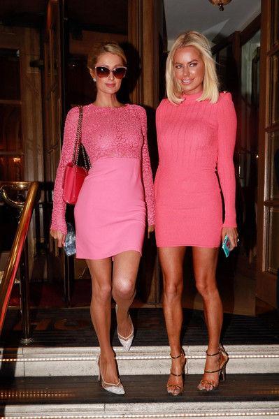 В розовом и стразах: Пэрис Хилтон вернулась к образу гламурной блондинки