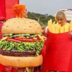 Картошка фри и гамбургер: Кэти Перри и Тейлор Свифт оригинально помирились