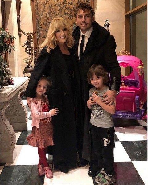 Пугачева на фото выглядит моложе 36-летней жены Николаева