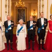 Вопрос дня: как королевская семья поздравила герцогиню Сассекскую Меган Маркл с днем рождения (ФОТО)