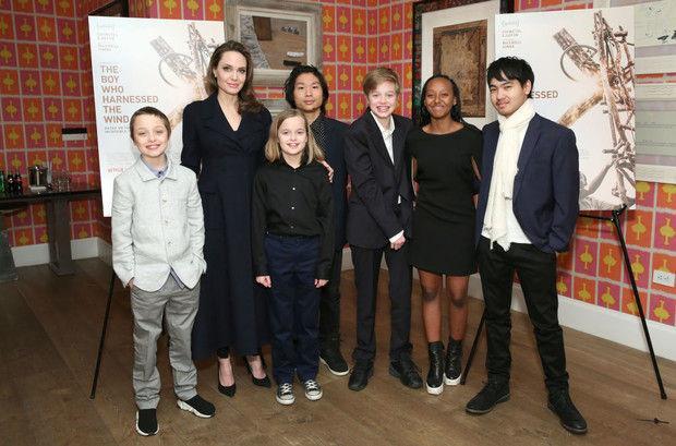 Старший сын Анджелины Джоли уезжает в Южную Корею