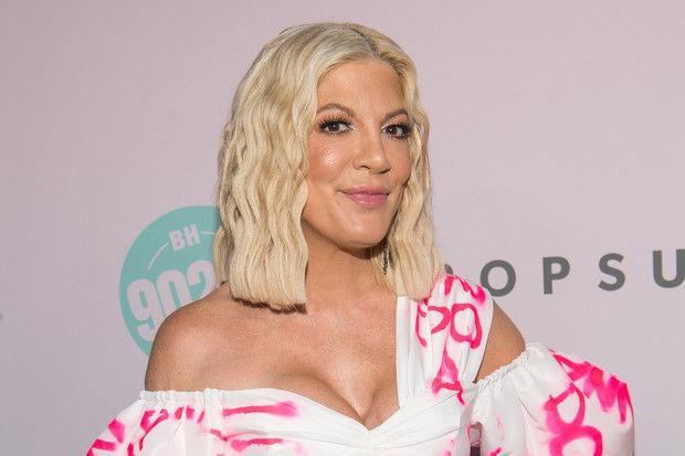 Силиконовый бюст звезды «Беверли Хиллз 90210» стал выглядеть пугающе