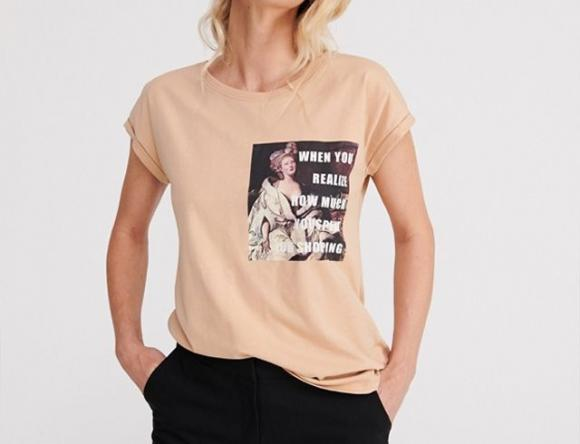 Острые фразы и двусмысленные принты: какие футболки носить в 2019 году?