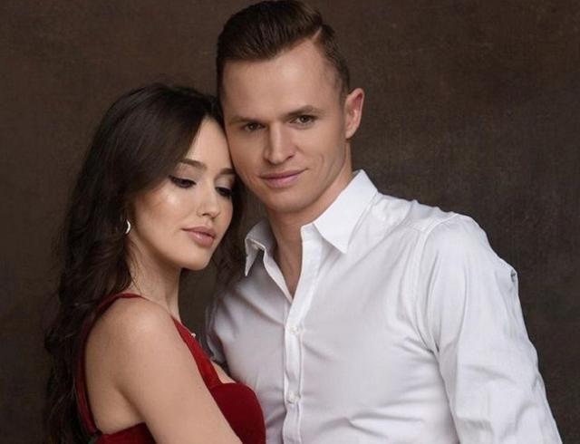 Дмитрий Тарасов клянулся в верности беременной жене