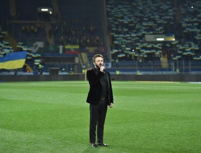 """Мурашки по коже"": DZIDZIO взорвал соцсети исполнением гимна Украины на стадионе"