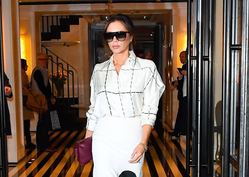 Виктория Бэкхем надела странную блузку с рюшами до колен