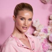 Рози Хантингтон-Уайтли вышла в свет в наряде за 4000 долларов
