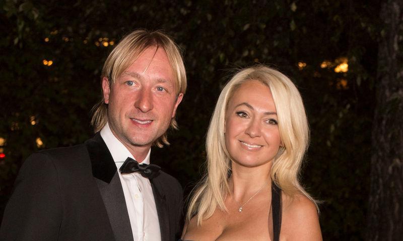 Рудковская и Плющенко усилили охрану дома из-за угроз сыну