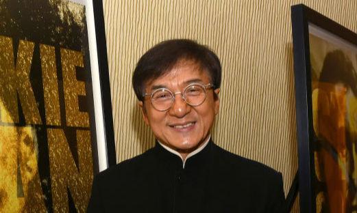 65-летний Джеки Чан стал дизайнером и сам вышел на подиум