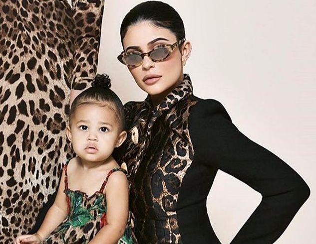 Дочери самой молодой миллиардерши Кайли Дженнер 1 годик и у нее своя линия косметики (ФОТО)