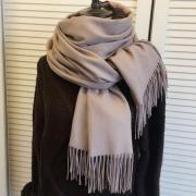 Кашемировый шарф – модный акцент в любое время года